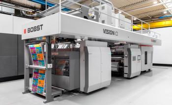 Bobst выпускает новую широкорулонную флексомашину Vision CI