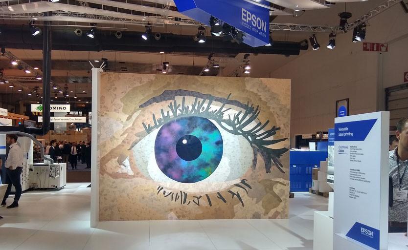ExceedYourVision – композиция была сформирована из сотен этикеток, отпечатанных на принтерах и печатных машинах Epson