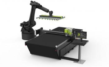 Режущий плоттер Kongsberg C24 с роботизированной системой подачи и съема материалов фирмы Kuka