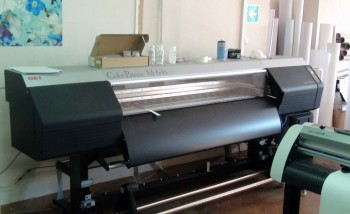 """Широкоформатный принтер Oki ColorPainter M-64s в типографии """"Эксклюзив"""""""