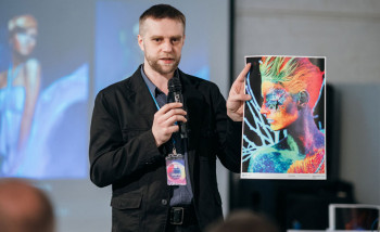Андрей Ванькевич демонстрирует оттиски с AccurioPress C83hc