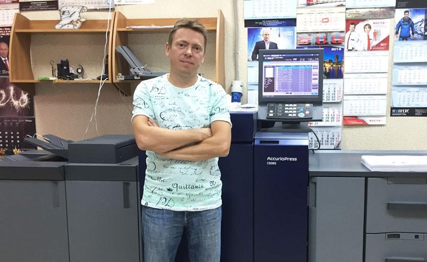 Николай Сеньковский возле новой Konica Minolta AccurioPress C6085