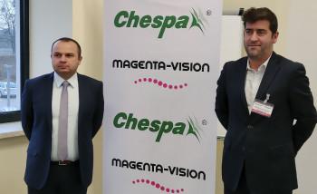 Справа – основатель и генеральный директор компании Magenta-Vision Чарльз Пут-Бодье