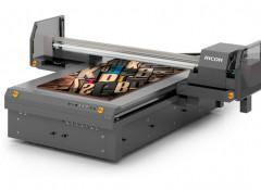 Широкоформатный планшетный УФ-принтер Ricoh Pro T7210