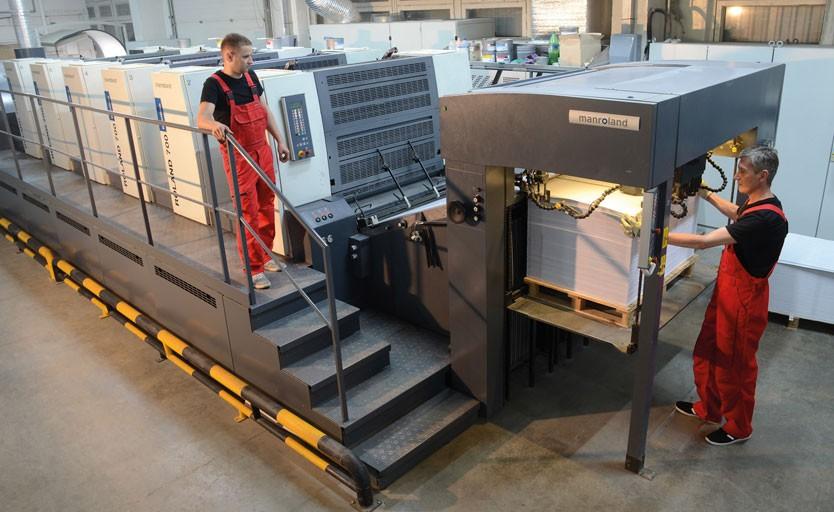 Основу офсетного парка типографии «Шико Дизайн» составляют печатные машины компании manroland. Недавно на предприятии была установлена 5-красочная машина первого формата Roland 705 3B LV с секцией лакирования