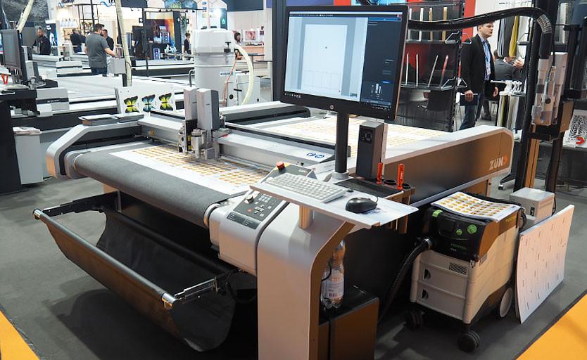 Режущий плоттер Zund S3 на выставке Fespa Global Print Expo 2019