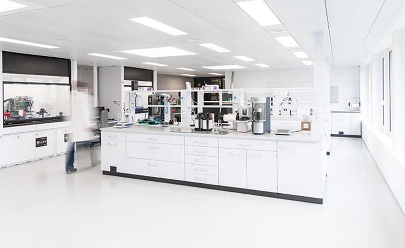 swissQprint открыла красочную лабораторию