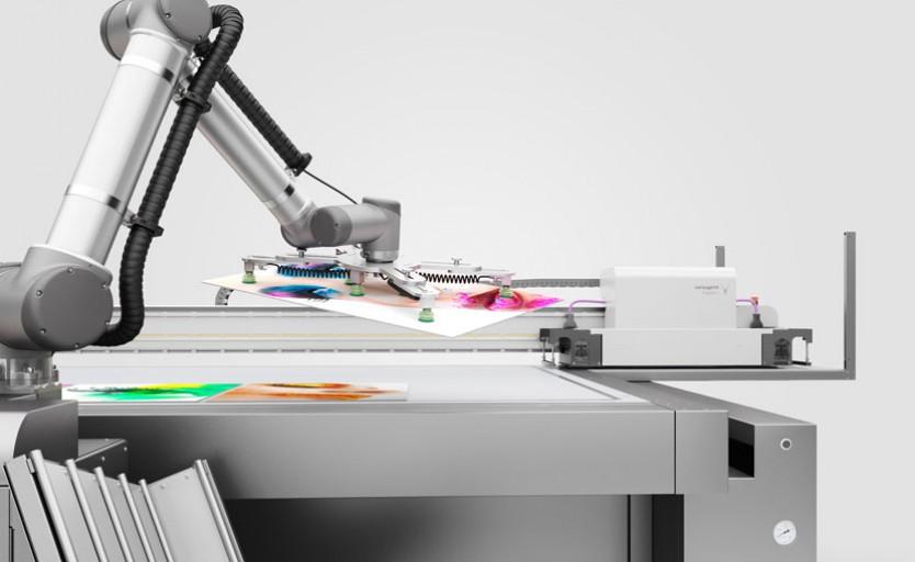 Робот, установленный на УФ-принтере swissQprint Impala 2