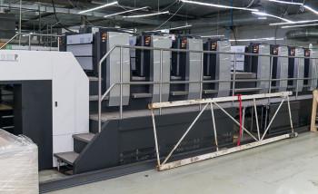 Новая восьмикрасочная печатная машина Komori Lithrone GL-837P формата 640х940 мм с устройством переворота листа и технологией H-UV стала одним из крупных инвестиционных проектов полиграфического комплекса «Буки Веди» в этом году