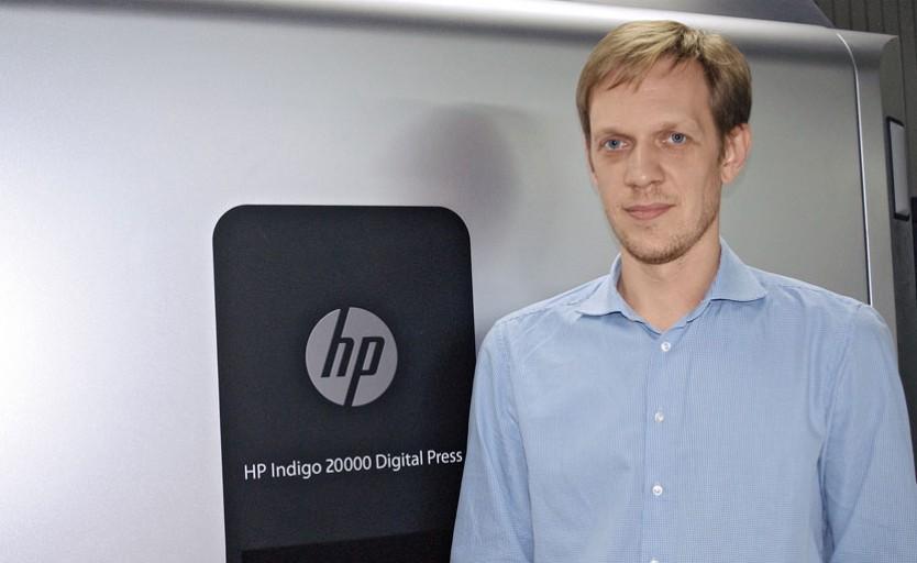 Егор Гришин возле HP Indigo 20000 Digital Press