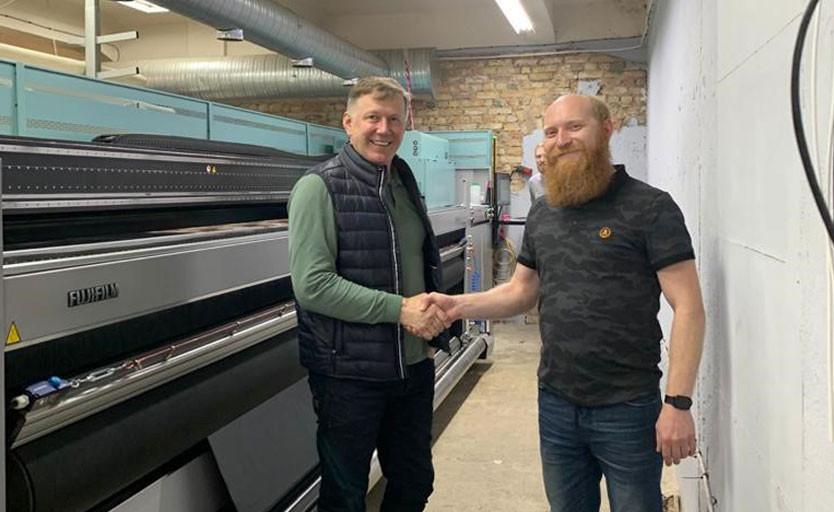 Специалисты «Фуджифильм РУС» запустили УФ-принтер в Риге