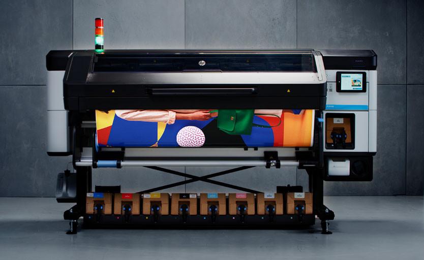 Широкоформатный латексный принтер HP Latex 800 W с белыми чернилами