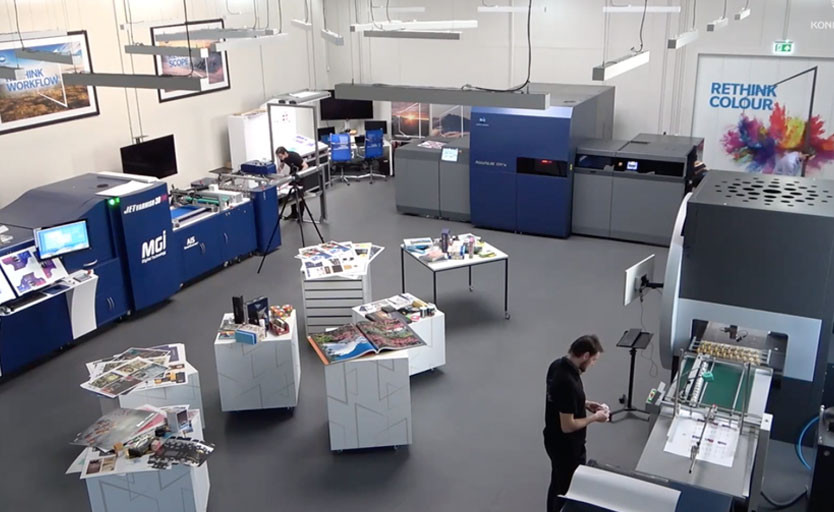 Европейский демозал Konica Minolta, в котором помимо прочего установлена ЦПМ KM-1e формата В2, струйная машина для отделки и тиснения фольгой MGI, а также лазерная высечка Motioncutter