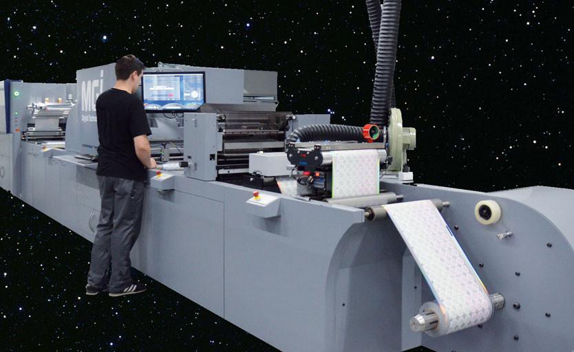 В azimutprint запущена вторая рулонная машина MGI JETVarnish 3DW для отделки этикетки и гибкой упаковки