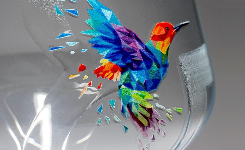 Рельефное изображение, полученное с помощью лака и цветных чернил