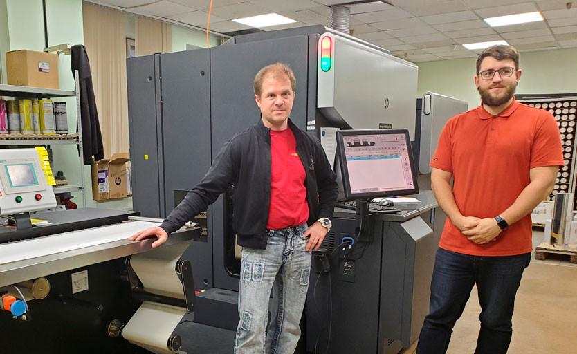 Мастера цифрового участка типографии «Мегафлекс»: Даниил Виноградский и Виктор Суздалев