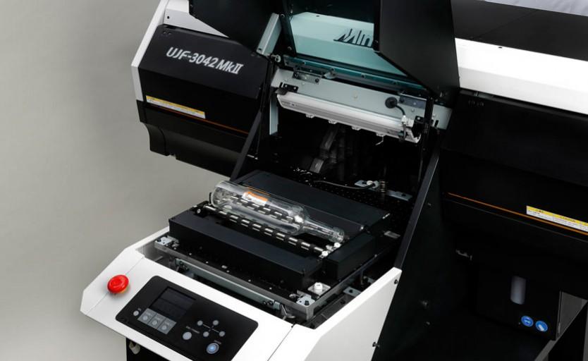 УФ-принтер UJF-3042 MkII с опцией Kebab