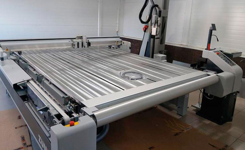 В типографии «Проф-Пресс» установлен широкоформатный режущий плоттер Zund