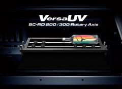 Roland DG выпустила адптер для УФ-принтеров VersaUV LEF и LEF2 Series. Он позволяет печатать на цилиндрических предметах
