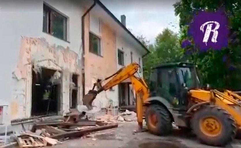 В Москве начали сносить здание, в котором находится офис компании «Тампомеханика»
