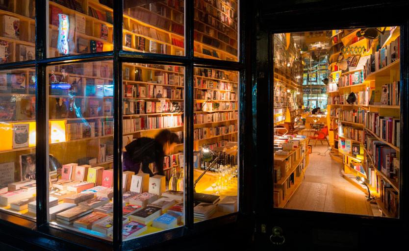 В Великобритании за год продали более 200 млн печатных книг