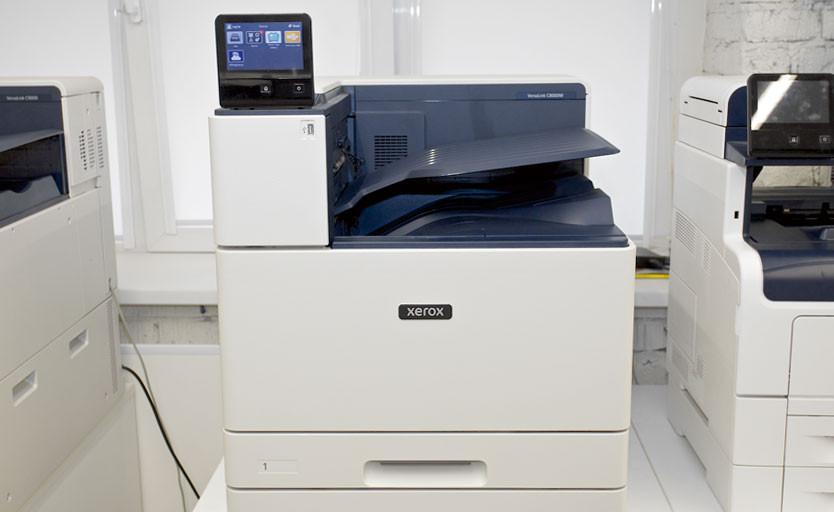 Рис. 1. Принтер VersaLink C8000W в шоуруме Xerox